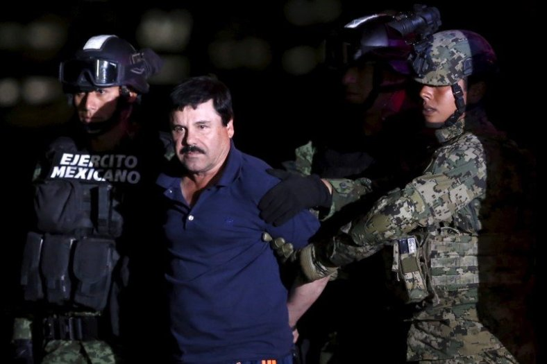 family-and-lawyers-protest-treatment-of-mexican-kingpin-guzman-2016-3